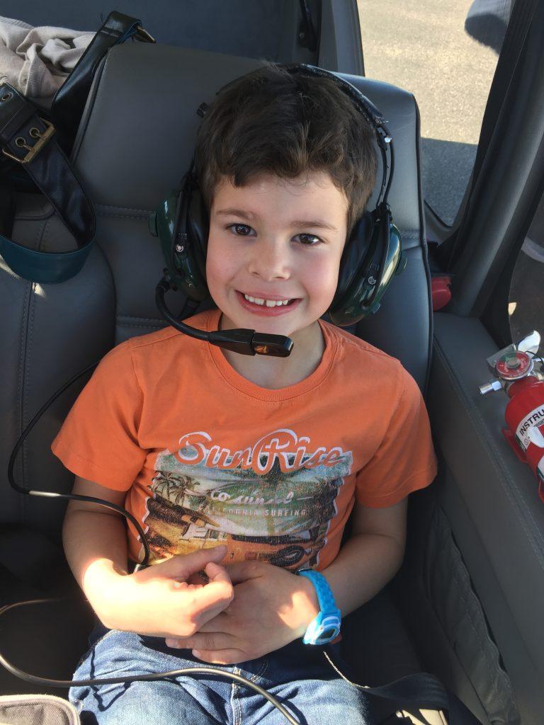 Aydan dans l'avion